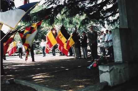 Cérémonie au monument du 12e de Ligne lors de la fête à Devant-le-Pont/Visé